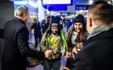 Dzień Kobiet w Bydgoszczy. Prezydent Rafał Bruski wręczał kwiaty