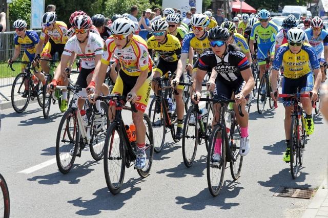 Młodzi kolarze rywalizujący w Memoriale Joachima Halupczoka zaciekle walczyli o zajęcie jak najwyższych lokat.