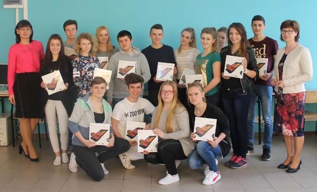 Uczniowie Zespołu Szkół numer 1 w Opatowie otrzymali tablety.