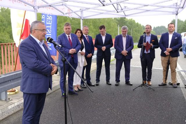 Minister infrastruktury Andrzej Adamczyk w towarzystwie kujawsko-pomorskich polityków PiS