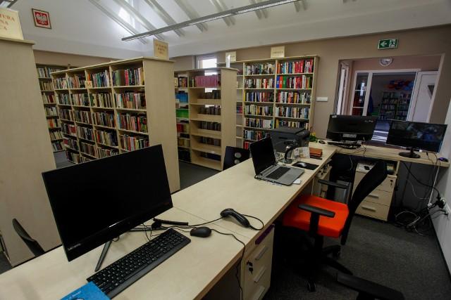Choć zamknięte biblioteki są sporym utrudnieniem, różne firmy oferują sprzedaż wysyłkową.