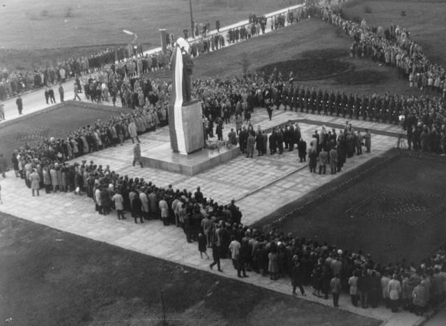 Odsłonięcie pomnika patronki UMCS. 23.10.1964 r.