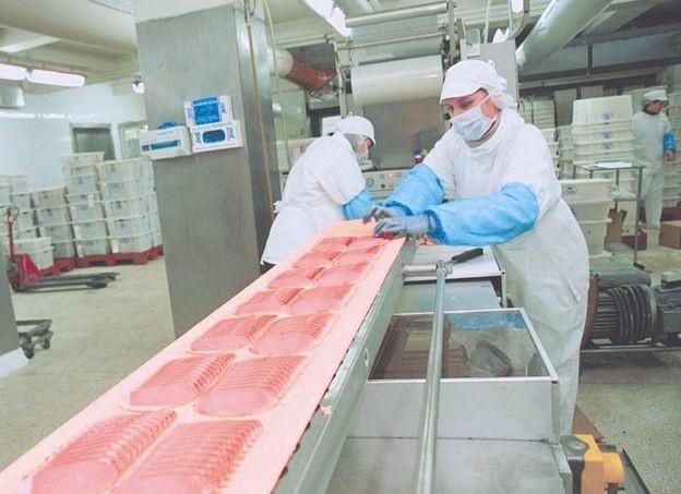 Spada eksport wołowiny – to wina przepisówKrajowy rynek wyrobów koszernych i halal (zgodnych z islamską tradycją) oceniany jest na 2 mld zł. Mięso z uboju rytualnego stanowiło 30 proc. eksportowanej wołowiny.