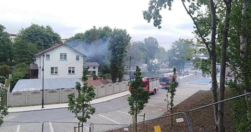 Pożar sadzy w kominie w Ustce w sąsiedztwie nowego węzła...