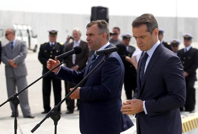 Od lewej - minister transportu Sławomir Nowak i minister skarbu Włodzimierz Karpiński.