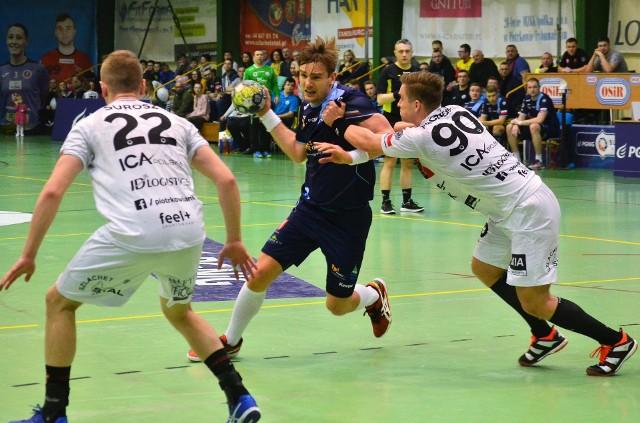 Tomasz Mochocki (przy piłce) po meczu w Kielcach mógł odczuwać satysfakcję
