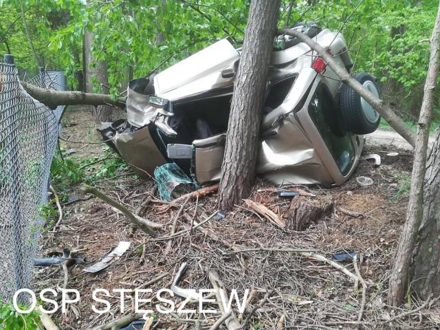 Do zdarzenia doszło na ulicy Trzebawskiej w miejscowości Łódź w gminie Stęszew. Jadący w stronę Witobla samochód osobowy wypadł z drogi i dachował.Przejdź do kolejnego zdjęcia --->
