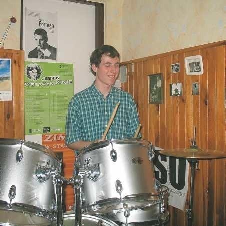 Gra na perkusji to tylko jedna z pasji Nikodema