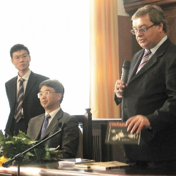 - To pigułka wiedzy o Chinach. Książkę czyta się jednym tchem - tak mówił o niej historyk prof. Krzysztof Mikulski