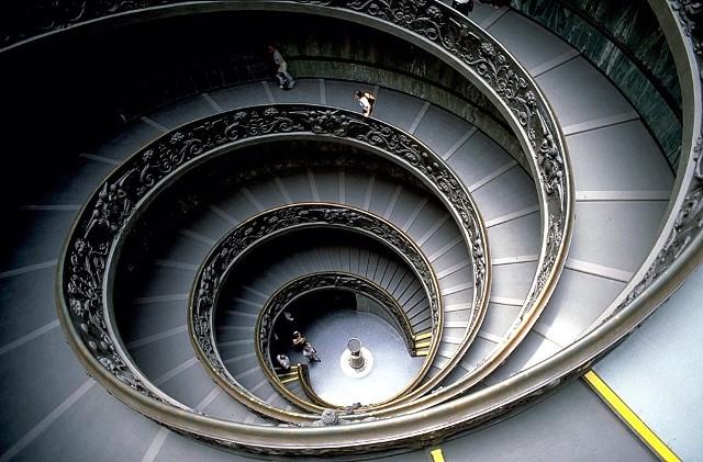 Schody w Muzeum Watykańskim.