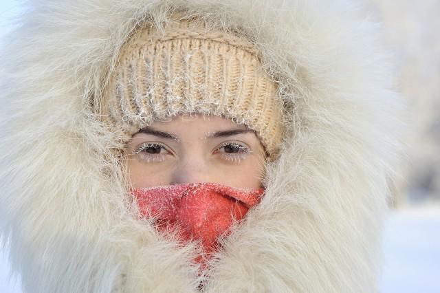 Zmiany w tkankach, do których dochodzi pod wpływem zimna, rozwijają się dość wolno, więc mogą być widoczne w pełni dopiero po kilku godzinach.