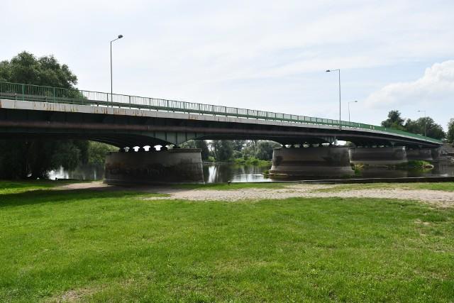 Najpierw zostanie wybudowany most tymczasowy, później obecna przeprawa zostanie rozebrana. Nowy most powstanie w miejscu dotychczasowego.