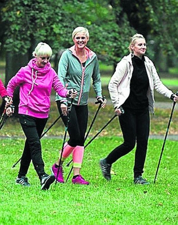 Nordic walking jest polecany dla osób w każdym wieku.