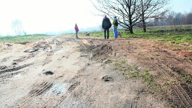 Wiele gmin chciałoby wybudować drogi dojazdowe do pól, ale brakuje na to funduszy.