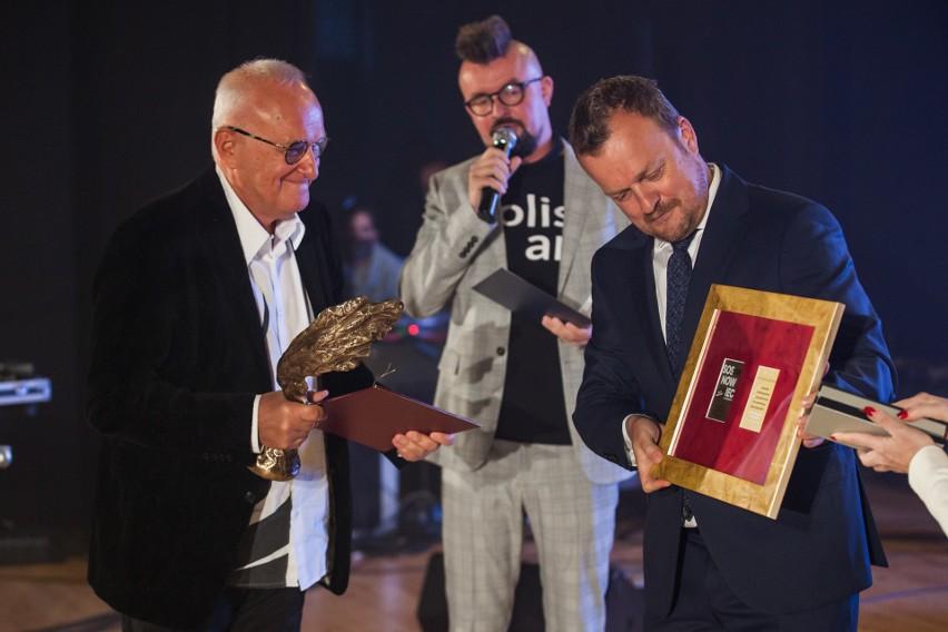 W odnowionym Miejskim Domu Kultury Kazimierz w Sosnowcu wręczono nagrody za działalność kulturalną i zainagurowano nowy rok kulturalny w Sosnowcu. Zobacz kolejne zdjęcia. Przesuń zdjęcia w prawo - wciśnij strzałkę lub przycisk NASTĘPNE