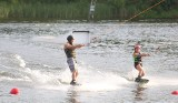 Sosnowiec: sporo wypoczywających na Stawikach. Byli spacerowicze, amatorzy kąpieli i jazdy na nartach wodnych
