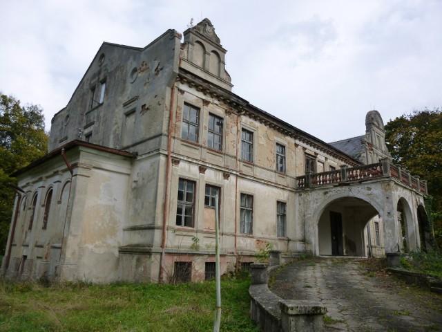 Zamieszkaj w zabytkowym pałacu, albo otwórz w nim biuro swojej firmy (2) - DalborowiceDalborowicki pałac powstał w II połowie XIX wieku na zlecenie Alberta Rusche