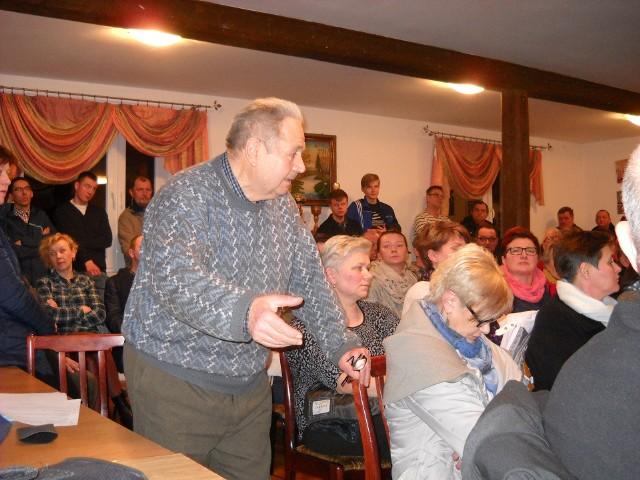 Burzliwe zebranie w Mochowie zakończyło głosowanie w sprawie odwołania z funkcji sołtysa Jana Kokurowskiego, o co wnioskowali strażacy. Większością głosów wniosek jednak nie przeszedł.