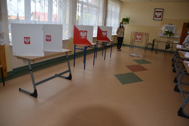 Referendum w Łopusznie. Jeden z lokali wyborczych w niedzielę, 13 czerwca - w Zespole Szkół imienia Jana Pawła II przy ulicy Strażackiej.