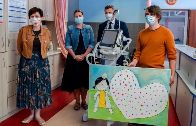 Mieszkańcy Bytomia ufundowali respirator dla Szpitala Specjalistycznego nr 1. Zobacz kolejne zdjęcia. Przesuwaj zdjęcia w prawo - naciśnij strzałkę lub przycisk NASTĘPNE >>>