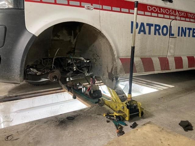 Zniszczone samochody Dolnośląskiego Inspektoratu Weterynaryjnego