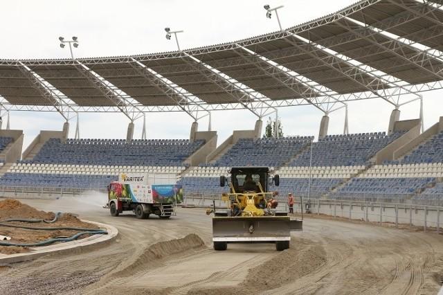 Trwają prace na torze nowego stadionu w Łodzi