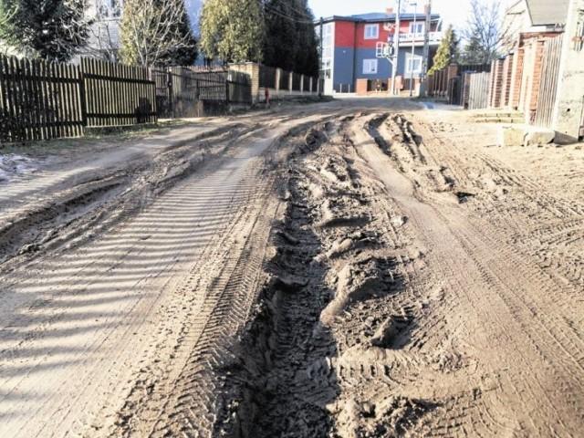 Ulica Bagienna w Białymstoku jak przekopane pole