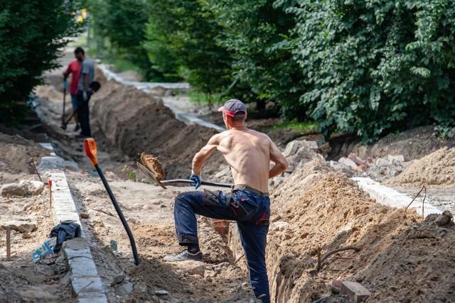 Za nami drugie spotkanie zespołu, który ma zarekomendować prezydentowi Bydgoszczy jak zagospodarować park Witosa w obliczu sensacyjnych odkryć archeologicznych. Nie we wszystkim jest pełna zgodaW parku Witosa trwają prace związane z jego rewitalizacją. Ich zakres jednak bardzo się w tej chwili ogranicza.Kilka tygodni temu Robert Grochowski, archeolog, który prowadził w parku Witosa badania archeologiczne na zlecenie MWiK, potwierdził, że na starym cmentarzu ewangelickim, na  którym istnieje park, nigdy nie przeprowadzano ekshumacji.