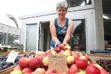 Obrodziły jabłka. Na rynkach ich pełno