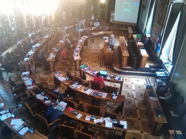 Radni podczas obrad sesji