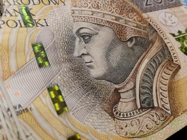 Dyrektor opolskiego WUP dodaje, że według zapewnień ministerstwa nie ma określonej puli na tę pomoc, nie ma także podziału na regiony, co oznacza, że każdy pozytywnie rozpatrzony wniosek, zostanie dofinansowany.