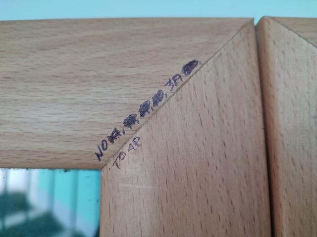 Oznaczenia na jednej z klatek schodych na osiedlu Białostoczek.