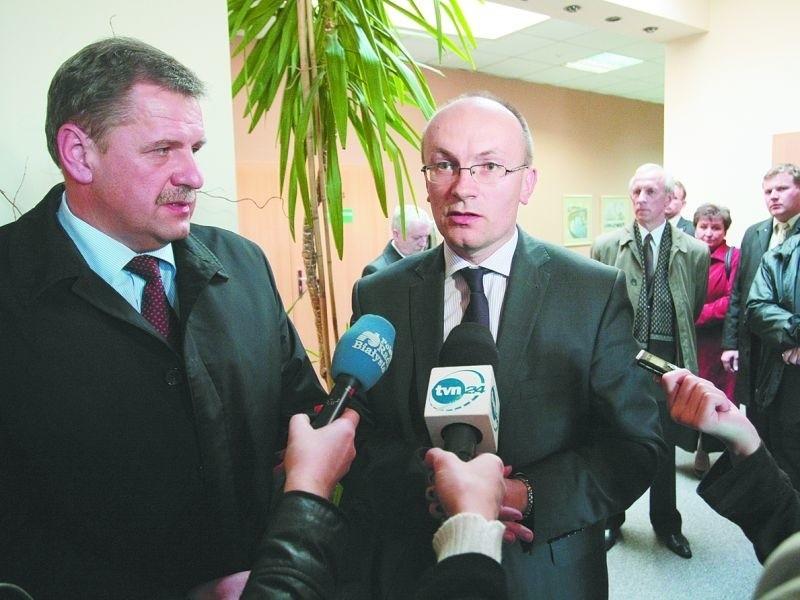Starosta bielski Sławomir Snarski (z lewej) i wysokomazowiecki Bogdan Zieliński uważają propozycje NFZ za szkodliwe