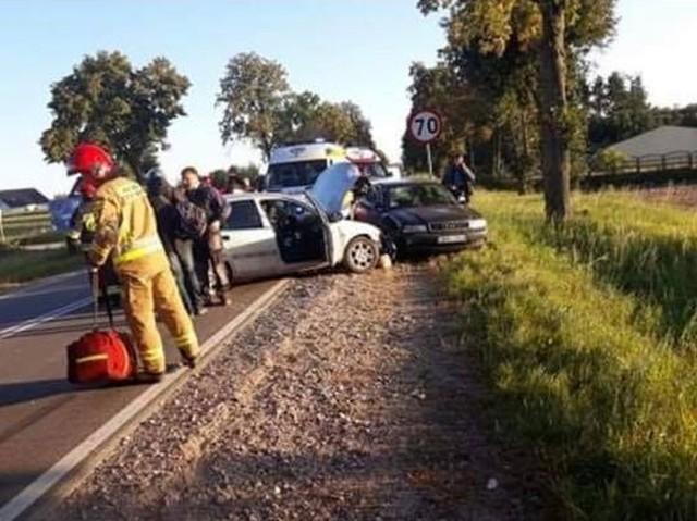 W poniedziałek, o godz. 17.20, strażacy z OSP Dobrzyniewo Duże zostali wysłani do wypadku w ich miejscowości na skrzyżowanie ulicy Klubowej z ulica Ełcka, która jest jednocześnie drogą krajową 66.