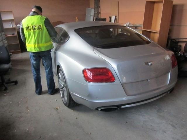 Jeden ze skradzionych w Berlinie bentleyów. Samochody były ukryte w garażach w Inowrocławiu, Toruniu i we Włocławku. Jedno auto złodzieje próbowali ukryć w lesie pod Rypinem