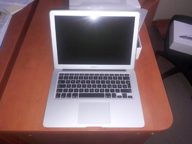 Laptop Apple MacBook Air 13-inch, rok prod. 2017, nr ser. C1MT267WH3QF, Model nr A1466, 13.3/1.6GHz/8GB/256GB-DEU