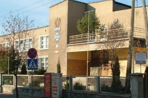 Szkoła podstawowa nr 3 w Oleśnie.