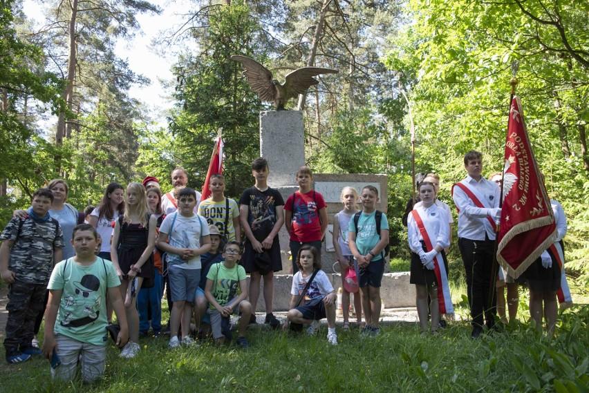 Uczniowie skarżyskich szkół oddali hołd Powstańcom Styczniowym (ZDJĘCIA)