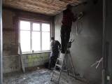 Remont poddasza na dworcu PKP w Tucholi. Będzie tam Inkubator Przedsiębiorczości. Zdjęcia!