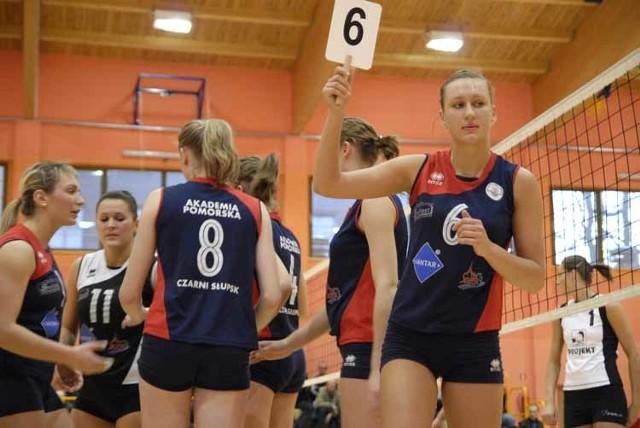 W kolejnym meczu II ligi siatkówki, zawodniczki Czarnych Slupsk przegraly z ChTPS Chodziez 0:3 (21:25, 22:25, 22:25).