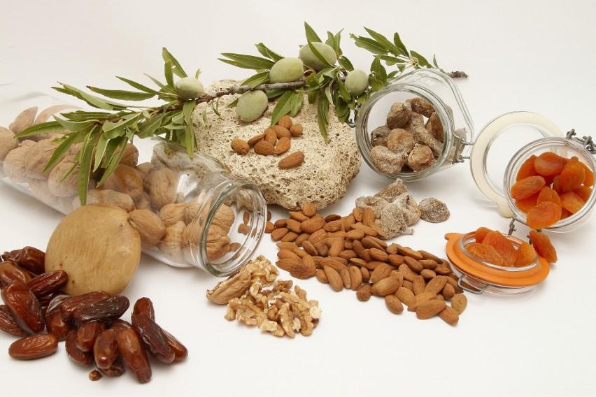 Migdały, orzechy i owoce suszone mogą być świetną przekąską...