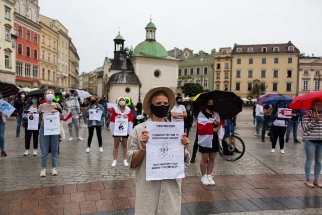 Manifestacja solidarności z Białorusią na Rynku w Krakowie