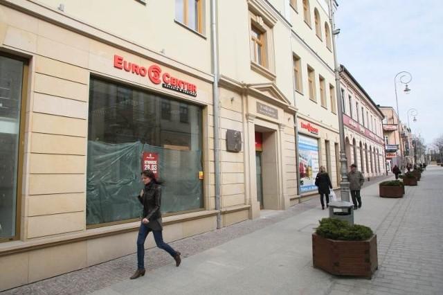 W kamienicy przy ulicy Sienkiewicza 8 w Kielcach, naprzeciwko budynku poczty przez dwa lata trwały prace remontowe. W najbliższy czwartek, 29 marca, otwarta tu zostanie Euro Center Galeria w Centrum.