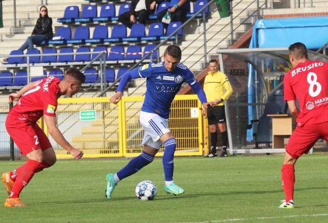 Krzysztof Drzazga (z prawej) po czterech kolejkach ma na swym koncie pięć bramek i otwiera klasyfikację strzelców Fortuna 1 ligi