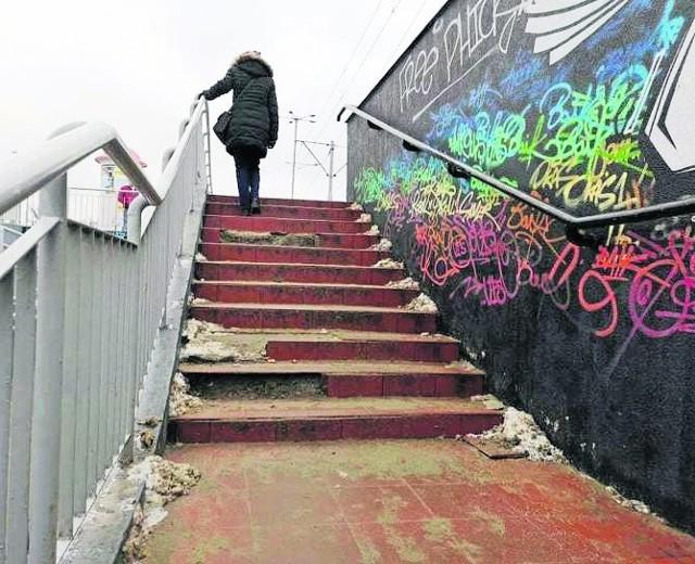 Stan schodów przy przejściu podziemnym niedługo ma ulec poprawie