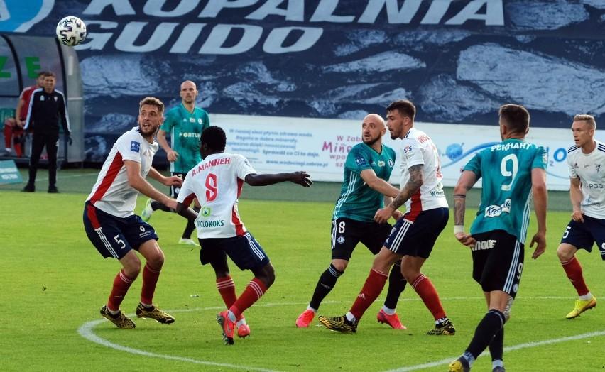 Górnik Zabrze i Legia Warszawa mają po 14 mistrzostw Polski....