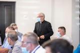 Gm. Jaświły. Arcybiskup senior Sławoj Leszek Głódź uczestniczył w sesji rady gminy. Podobnie jak inni sołtysi z gminnych miejsowości