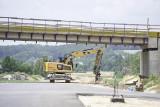 Budowa Trasy Kaszubskiej. Wykonawcy pracują przy konstrukcjach dróg i nawierzchniach bitumicznych [zdjęcia]