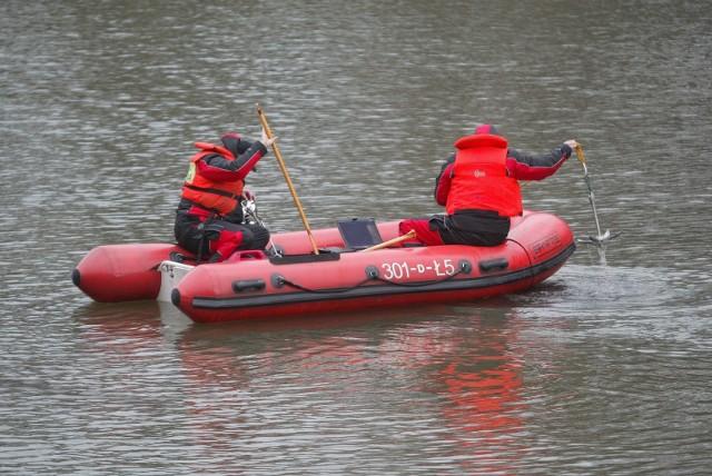 W akcję zaangażowani są strażacy z Brzegu i Legnicy (zdjęcie ilustracyjne)