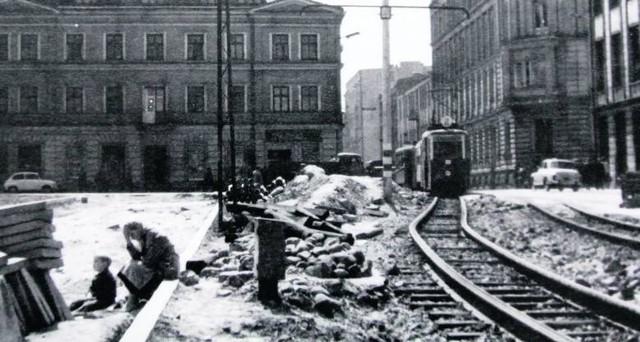 Lata 80 XX wieku w Łodzi. Zobacz Łódź w latach osiemdziesiątych.